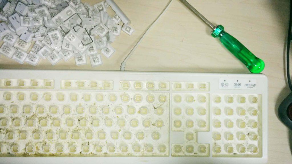 キートップを抜いたキーボード